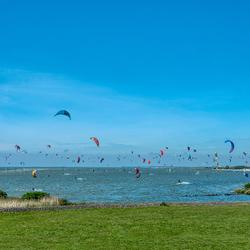 Kitesurfen bij het strand van Workum