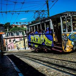 Graffiti Tram in Lissabon
