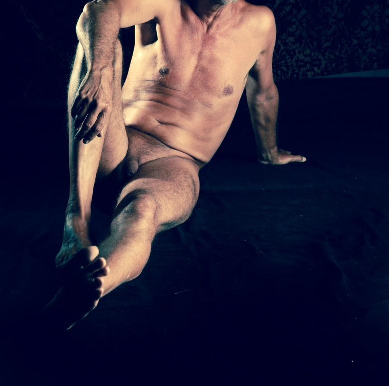 Mannelijk naakt liggend - Naakt fotografie