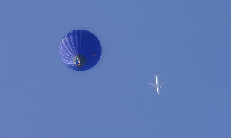 Luchtballon en vliegtuig -