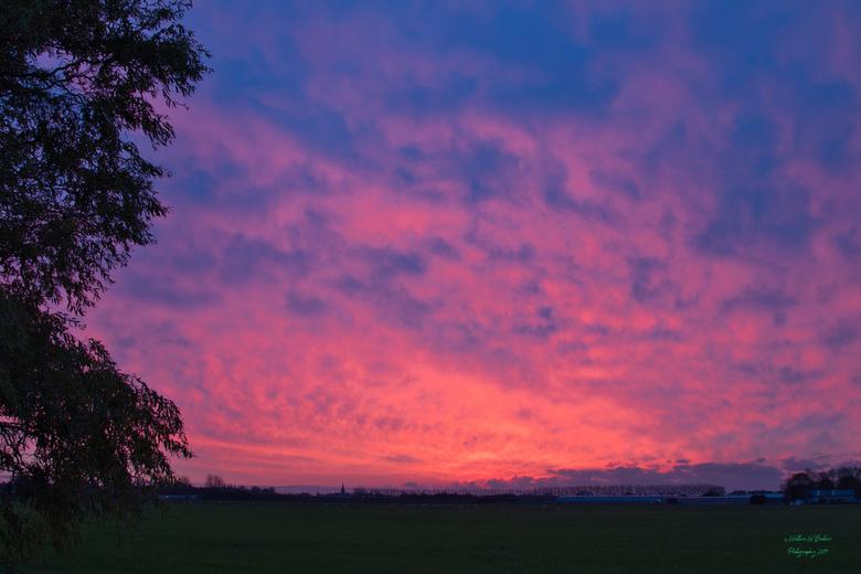 Zicht op Wognum - Een van de vele mooie zonsondergangen vanuit ons huis. <br />