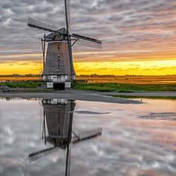 Molen het Noorden, Oost, Texel met een schitterende reflectie.
