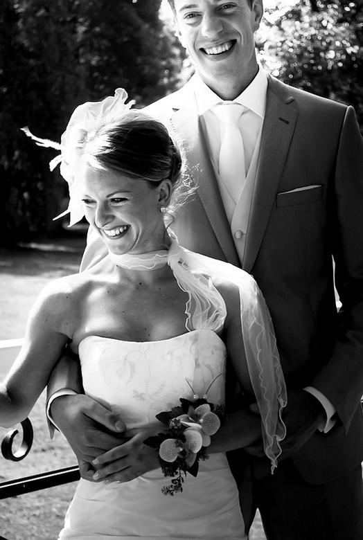 Happy Couple - Bruiloft in juli. Gefotografeerd in het Timorpark, Den Helder.