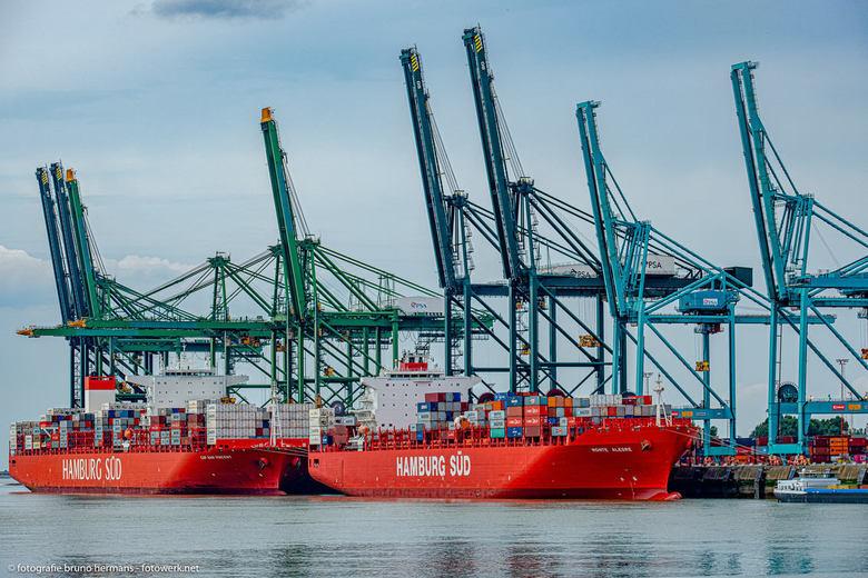 Haven van Antwerpen (2) - Aan kleuren geen gebrek in de haven.<br /> Gr Bruno