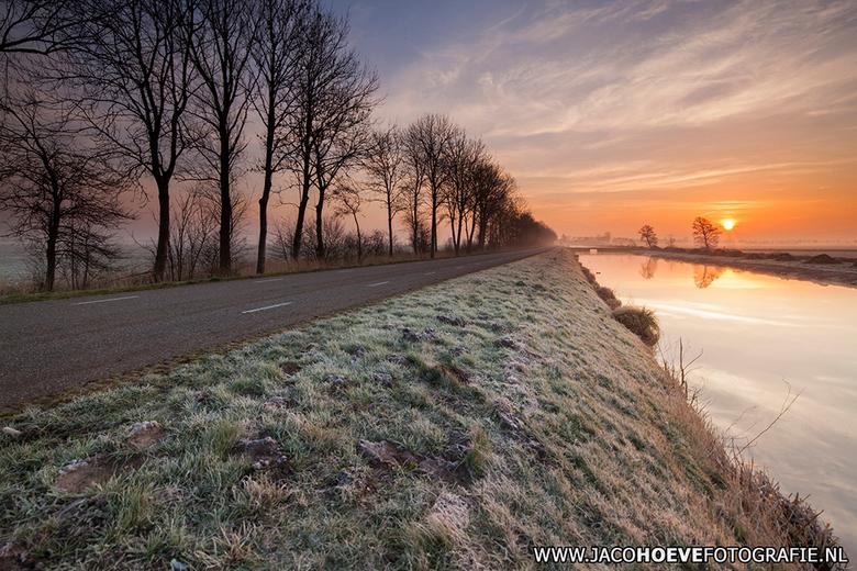 6 maart 2014 - I - Vanochtend was er een prachtige zonsopkomst in Rouveen!