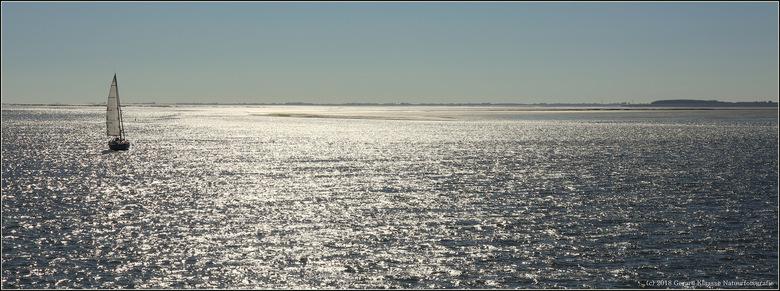 Waddenzee - Uit het zicht van de haven, maar verankerd in oneindigheid.<br /> <br /> Groot kijken is mooier.<br /> <br /> Iedereen bedankt voor de