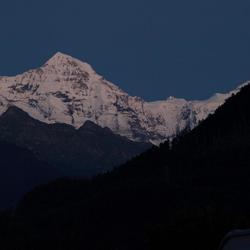 De Monch en station Jungfrau bij nacht