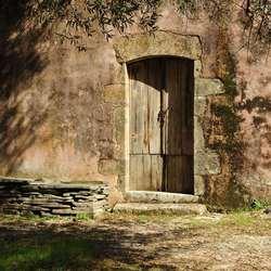 Wie zal door deze deur gaan ?