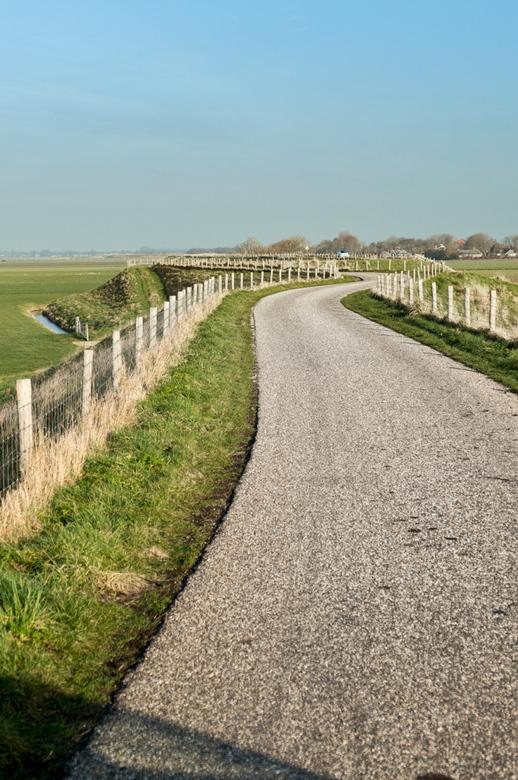 De dijk - De West Friese zeedijk slingert zich door het NH landschap