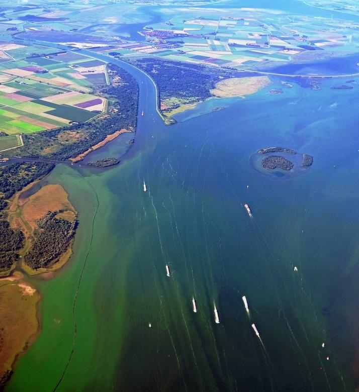 Nederland van boven - Het Volkerak vanuit de lucht gezien, vorig jaar op de terugweg naar Rotterdam