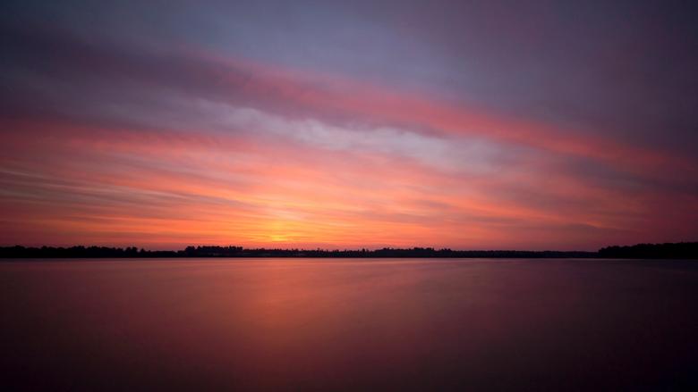 """Ochtendrood Reindersmeer - Deze foto is vroeg in de ochtend gemaakt bij het Reindersmeer in Well <img  src=""""/images/smileys/love.png""""/> met een 10 sto"""