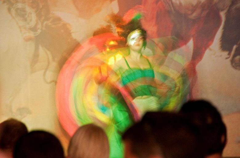 Cancan meisje - Cancan danseres op podium in Oasys, Tabernas, Spanje