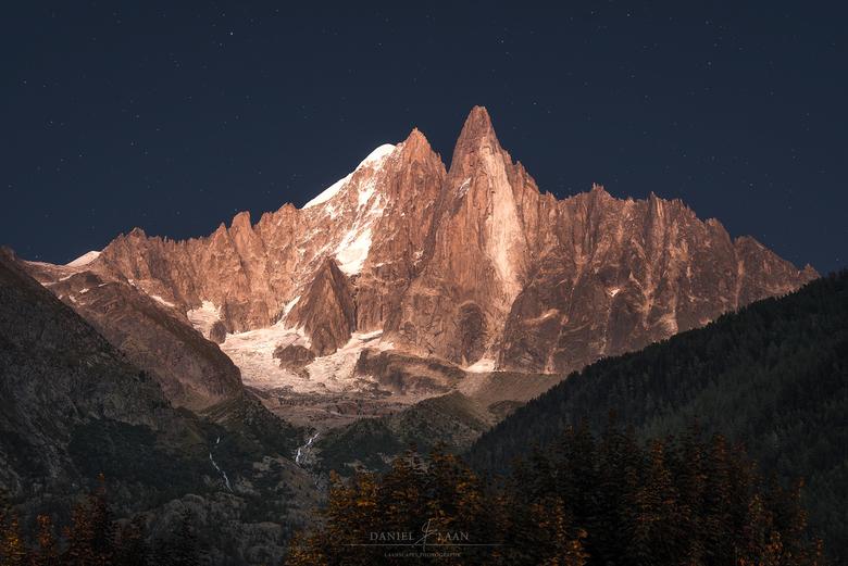 Alpine Enigma - Ik wist niet wat ik zag! Als je in de Alpen na zonsondergang het geduld op kunt brengen om nog even op het avondeten te wachten, belon