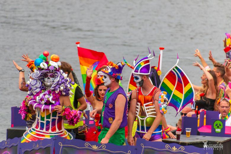 Pride Amsterdam  2019 - De kleurrijke regenboogoptocht in de amsterdamse grachten tijdens de Pride Canal PArade 2019.