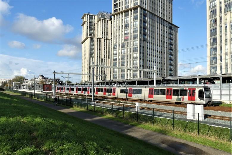 P1090662 Metro  station Steendijkpolder nr2  Maassuis 8 nov 2019  - Hallo Zoomers , GROOT kijken en even lezen . Na de vorige foto was het simpel om o
