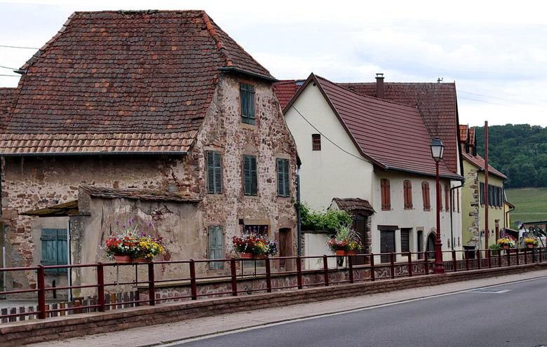 Heel oud, nieuwer, en oud - in de plaats Soultzmatt Elzas Frankrijk.