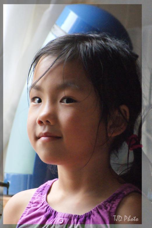 Papa dit is echt de laatste foto vandaag.... - Aan het oefenen met portretten was mijn dochter dit was een gewilleg slachtoffer... deze foto was genom