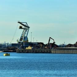 Bedrijvigheid in de haven......