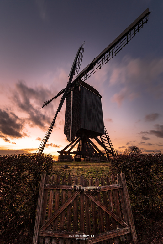 Incredimill-2 - Een prachtige avond met een fantastische zonsondergang. Gemaakt in Usselo, naast Enschede bij de Wissink Möl. <br /> <br /> Het waai