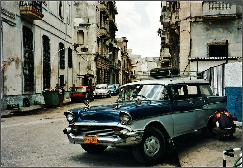 Havana - Op een vroege ochtend ging ik aan de wandel door de oude straatjes van Havana tussen de Malecon en Avinada Paseao waar ons hotel aan lag. Eni