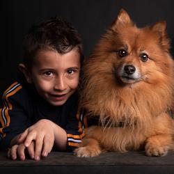 Kindje met zijn beste vriend.