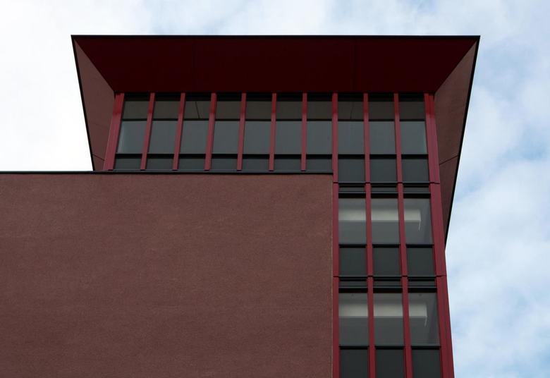 Flats Leiderdorp 8 - In leiderdorp zijn enkele flats gerenoveerd en hebben verschillende kleuren gekregen. Tevens zijn er enkele nieuwe flats bijgebou