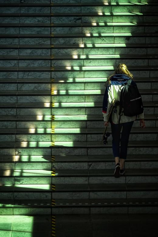 Stairway (2020) - Ferdi Celik is een fotograaf uit Zwolle en probeert het dagelijkse leven vast te leggen vanuit een ander perspectief. <br /> <br />