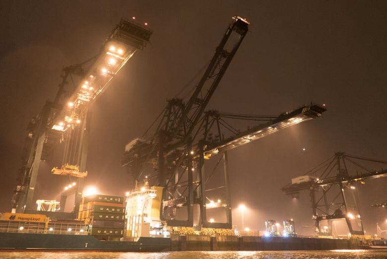 """Deurganckdok - Antwerpen - Zicht op het """"Deurganckdo"""", één van de grootste container terminals in Antwerpen, België."""