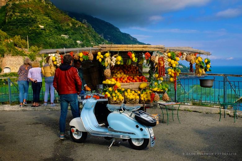 Amalfi kust - Deze foto is gemaakt tijdens een trip langs de Amalfikust op de Strada Statale Amalfitana in Italië. <br /> <br /> Fujifilm X30 met ee