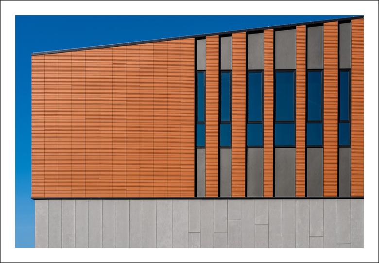 Groningen, Zernike: 'Blauw' momentje - Abstract van een gebouw wat nog in uitvoering is.<br /> <br /> Exif:<br /> Datum: 2020:04:04<br /> Belichti