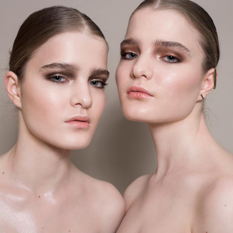 TWINNING - Modellen: Fenna and Sanna @ Ebonie Ray Creative<br /> Make-up en haar: Deniece van der Molen<br /> Styling: Rianne Boon<br /> Fotografie
