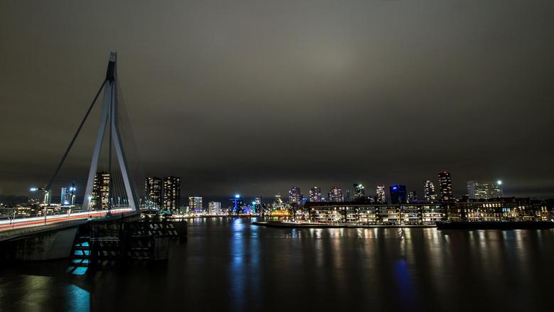 De Zwaan.... - ...zonder verlichting....laatste van het dagje Rotterdam, de rest van de foto&#039;s staan op FB.<br /> <br /> Bedankt voor de reacti