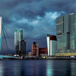 Skyline Rotterdam avondschemering