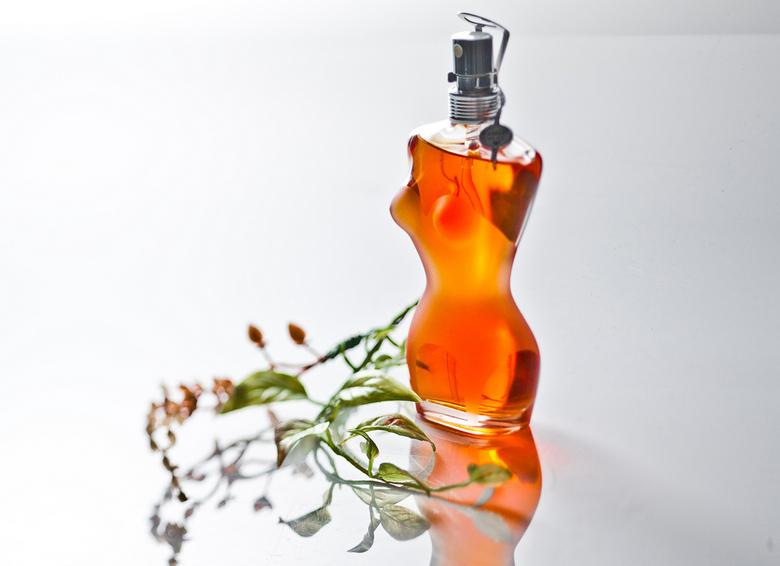 Parfum - Ik had nog wat oudere foto&#039;s die ik nog steeds moest uploaden, dit is er 1 van:<br /> <br /> Een productfoto gemaakt tijdens de studio