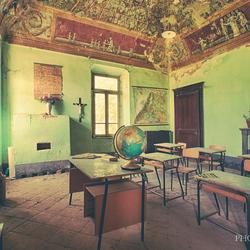 Verlaten klaslokaaltje aarderijkskunde
