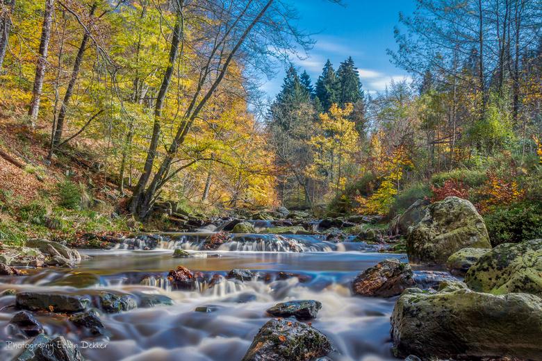 Herfst kleuren - Gisteren heerlijk aan het spelen geweest met lange sluitertijden. Genietend van de natuur, het uitzicht en het fantastische weer. Dez