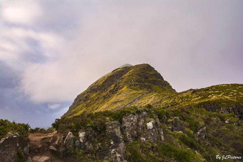 """A Summit Moment Suilven - weer van de """"bekende"""" berg Suilven van de andere kant, zo kan je toch uren doorgaan wat kan je hier je hart ophale"""