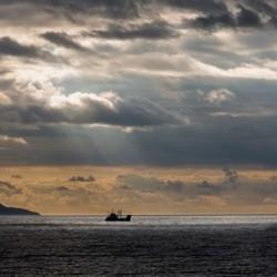 Prachtig uitzicht vanaf de ferry in Schotland