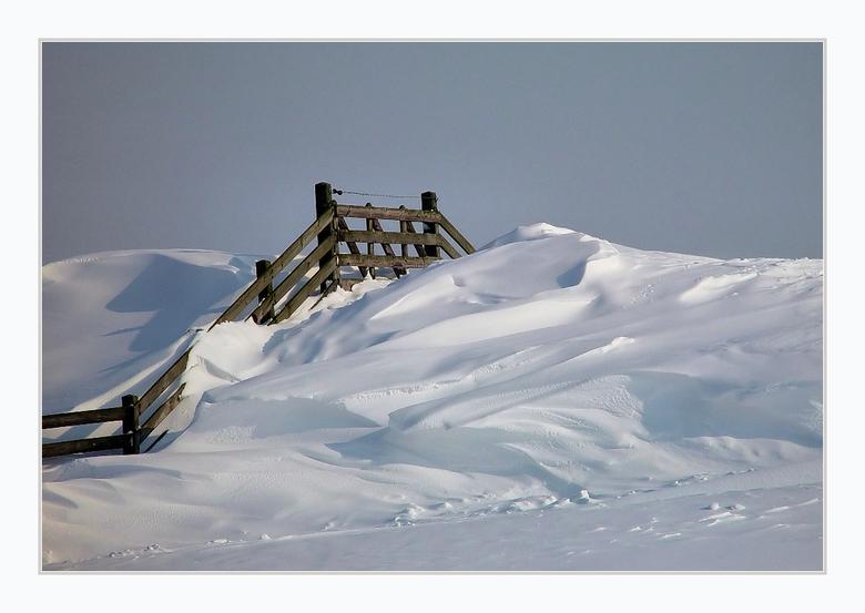 Geen doorgang - I.v.m de drukte een uit het archief.<br /> <br /> Winter in Friesland februari 2005 met een dik pak sneeuw.<br /> <br /> gr. Ben
