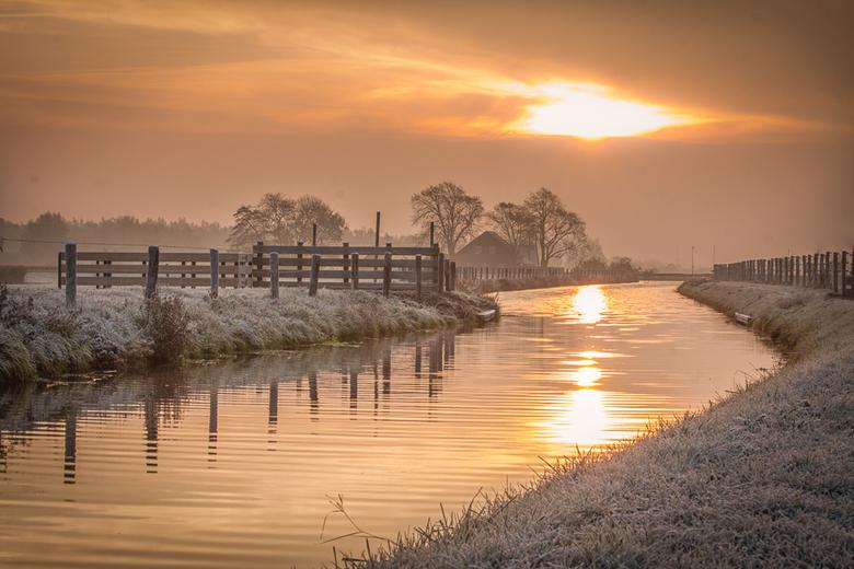 Cold Dawn - Geschoten op een heul koude zaterdagochtend in Voorschoten, zuid-holland. Ik heb het nog steeds koud ! ( maar komend weekend ga ik weer ho
