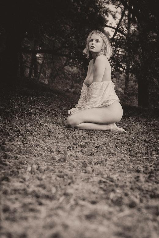 sad ... - model Satine