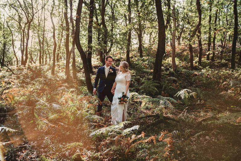 Trouwshoot in het ochtendlicht - Merel en Rick trouwden in het prachtige Eerbeek en we gingen in de vroege ochtend op pad om mooie foto's te make