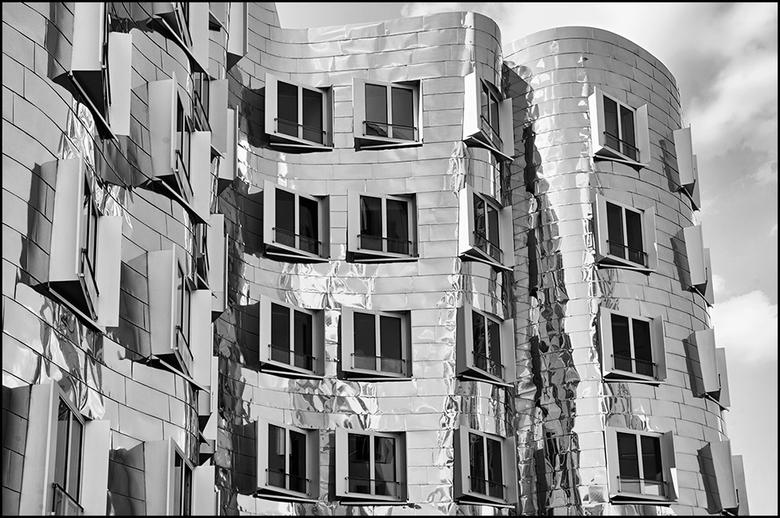 German architecture 04 - Wil je tegenwoordig als architect internationaal meetellen, dan moet je zeker lef hebben, vastberaden zijn en vooral het expe