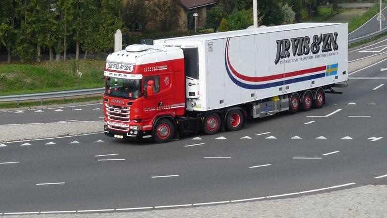 P1470006 Uitz Fietsbrug Snelbinder Scania J P Vis 25 sept 2017  - Hallo Zoomers . GROOT kijken en even lezen . HOOG tijd voor twee TRUCK  compo s . De