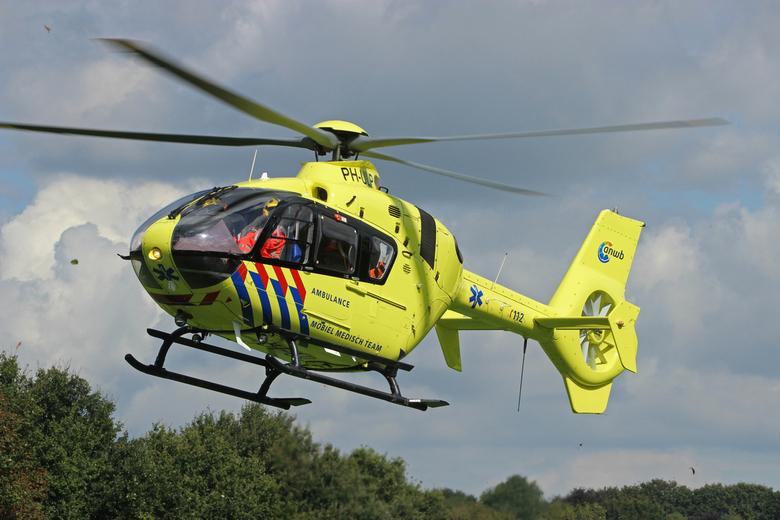 Lifeliner 3 - PH-ULP bij vertrek na een ongeval in Groesbeek.