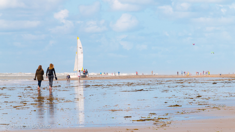 strandwandeling - Het strand is een prachtige plek om te wandelen. Je ziet steeds nieuwe beelden die de natuur zelf maakt.
