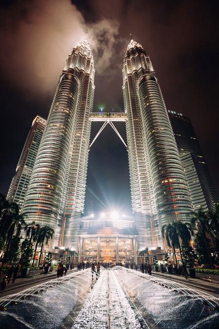Petronas Towers Kuala Lumpur - Ik woon momenteel in Kuala Lumpur (voor waarschijnlijk een half jaar) en ik kom graag bij deze hoogste twintowers ter w