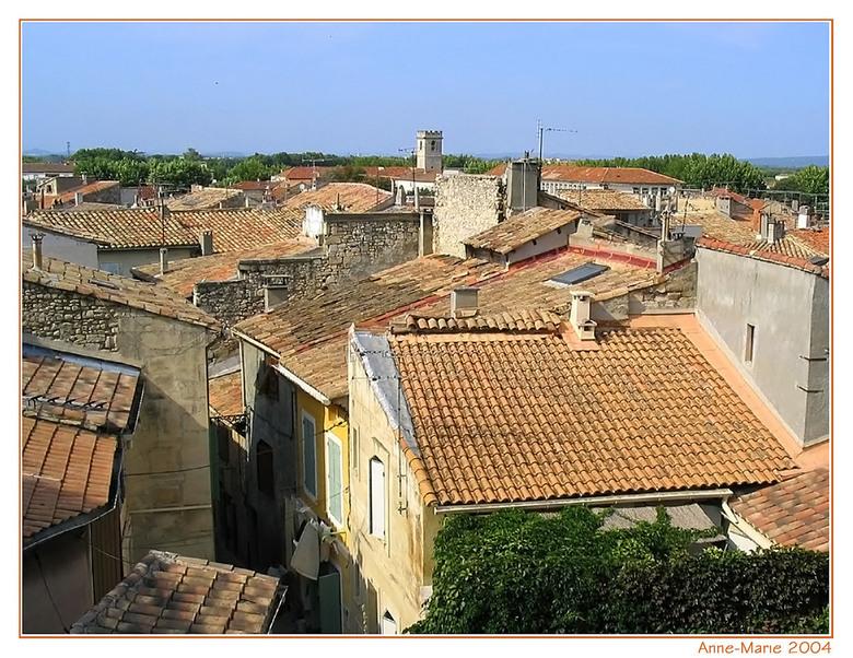 De daken van Arles - Deze foto heb ik gemaakt enkele jaren geleden in Arles, de stad van Vincent van Gogh. IK kan me voorstellen dat hij hiervan geins
