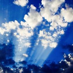 Achter wolken schijnt de zo'n
