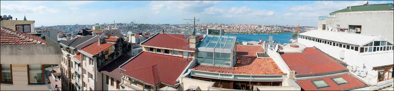 Istanbul 2012-93 - Vanuit ons hotel, Adahan Hotel, in Istanbul hadden we, gezien de ligging, een mooi uitzicht over de stad. Iedere morgen konden we z